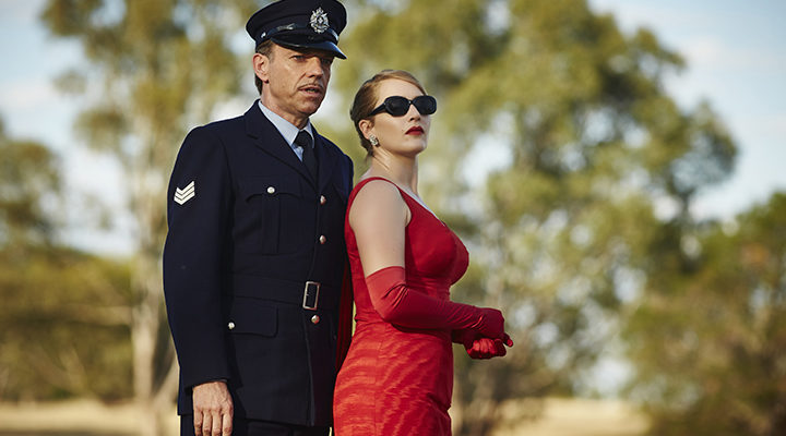 Hugo Weaving y Kate Winslet en 'La Modista'