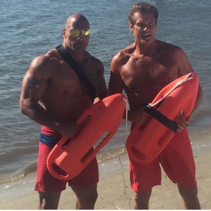 Dwayne Johnson junto con David Hasselhoff