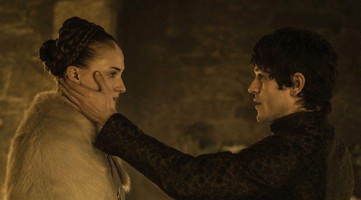 Sansa Stark sufre las humillaciones y abusos de su marido en la ficción durante la quinta temporada de 'Juego de Tronos'
