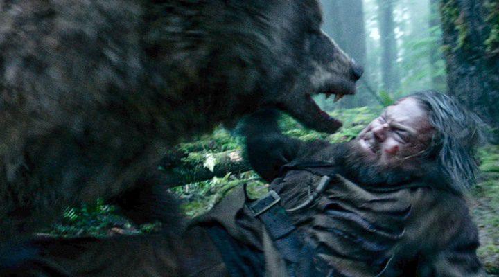 Fotograma de la película 'El renacido' con DiCaprio y el famoso oso
