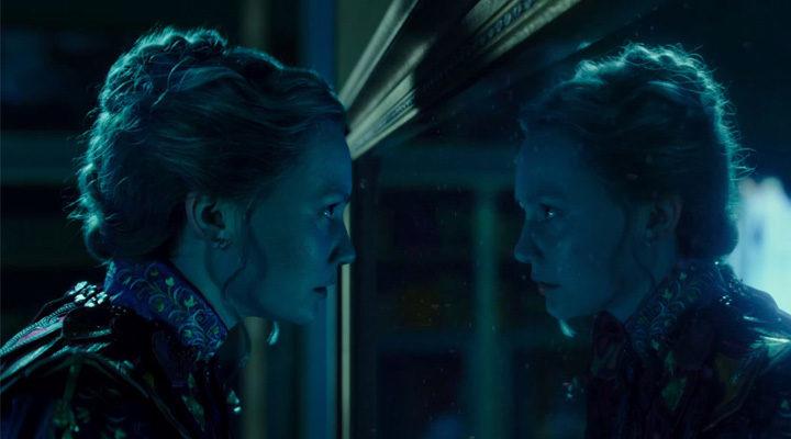Mia Wasikowska es Alicia en 'Alicia a través del espejo'