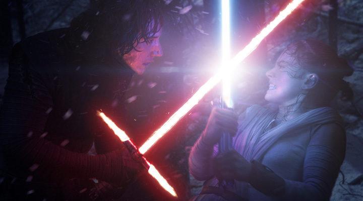 Kylo Ren luchando contra Rey en 'Star Wars: 'El despertar de la Fuerza'