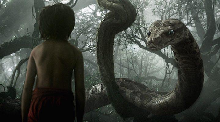 Mowgli y la serpiente en 'El Libro de la Selva