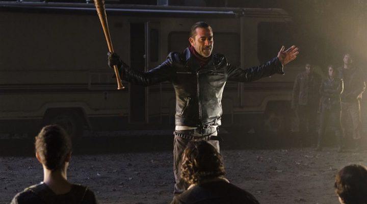 Negan junto con sus secuaces en 'The Walking Dead'
