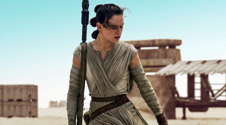 Daisy Ridley interpretando a Rey en 'Star Wars: Episodio VII - El despertar de la fuerza'