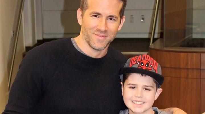 Connor con el actor al que admiraba, Ryan Reynolds
