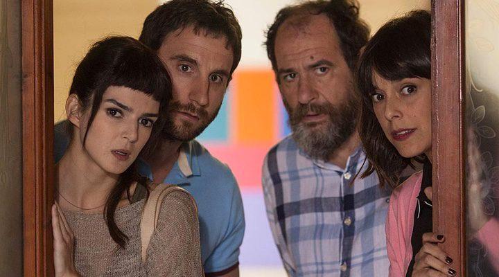 imagen de 'Ocho apellidos catalanes' con Clara Lago, Dani Rovira, Belén Cuesta y Karra Elejalde