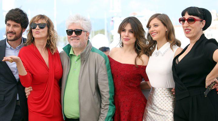 Pedro Almodóvar y el reparto de 'Julieta' en el Festival de Cannes