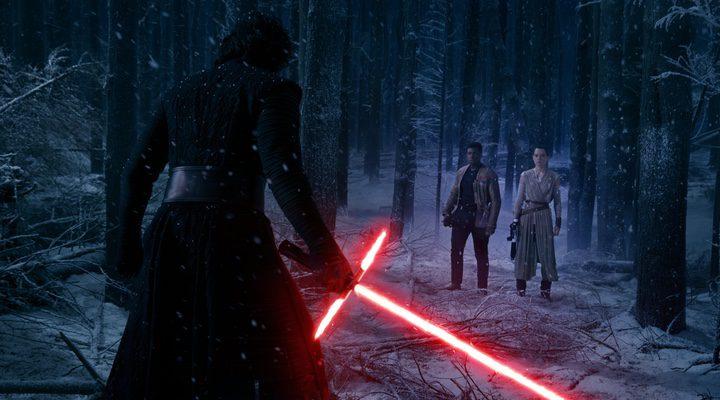 Kylo Ren se enfrenta a Rey y Finn en 'Star Wars: Episodio VII: El despertar de la fuerza