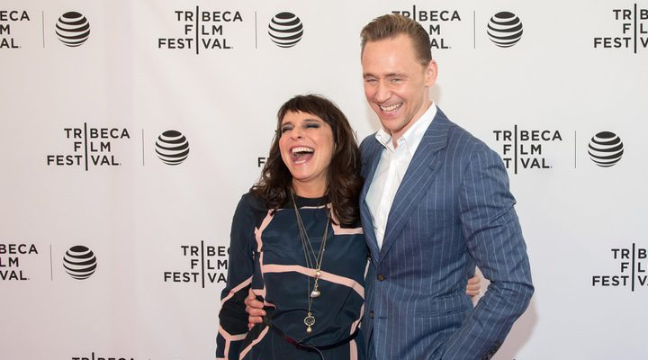 Susanne Bier y Tom Hiddleston