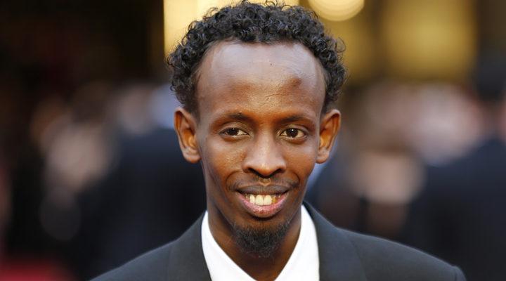 Barkhad Abdi posando en una alfombra roja