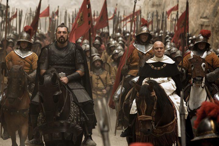 Javier Gutiérrez y Hovik Keuchkerian en un fotograma de 'Assassin's Creed'