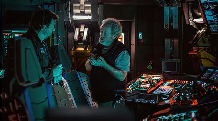 Danny McBride y Ridley Scott en el set de Alien: Covenant