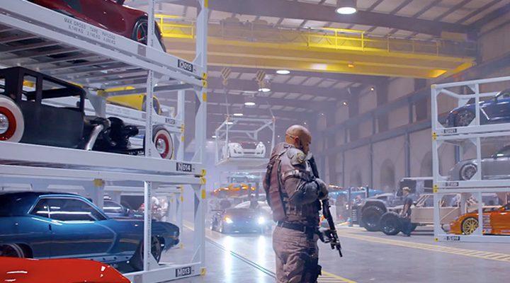 Fotograma del vídeo donde nos enseñan su arsenal de vehículos