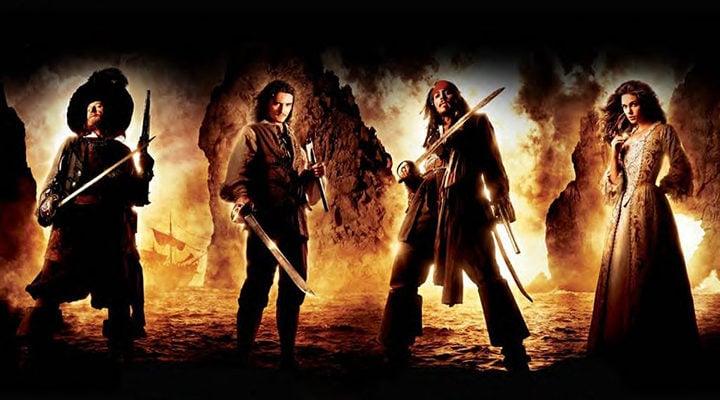 Geoffrey Rush, Orlando Bloom, Johnny Depp y Keira Knightley en 'Piratas del Caribe. La maldición de la Perla Negra'