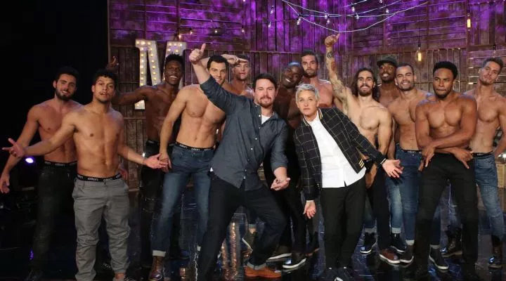 Foto de DeGeneres y Tatum con los chicos de 'Magic Mike Live'