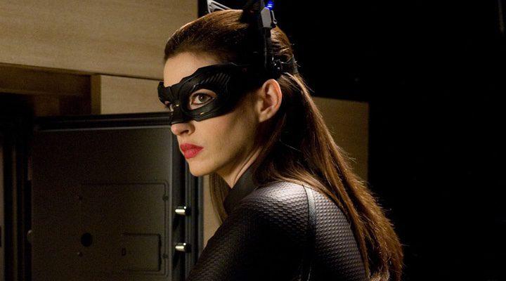 Hathaway como Catwoman