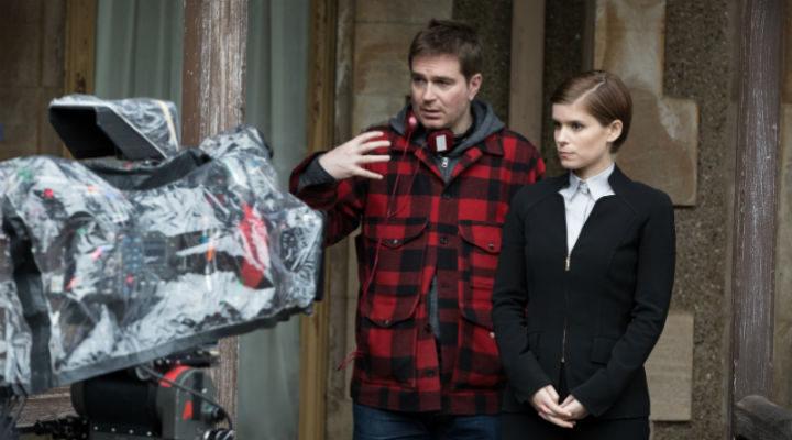 Luke Scott dirigiendo a Kate Mara en 'Morgan'