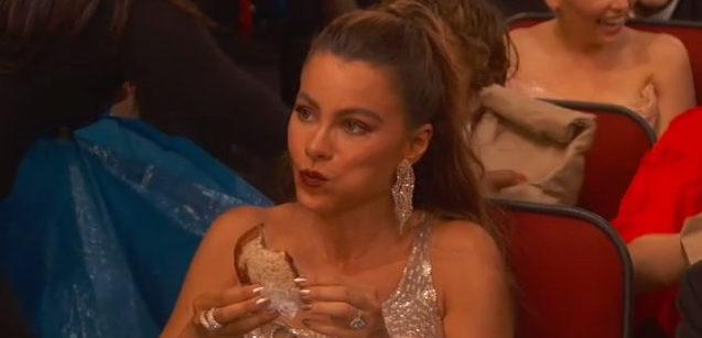 Sofia Vergara comiendo