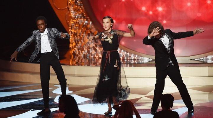 Actores 'Stranger Things' bailando