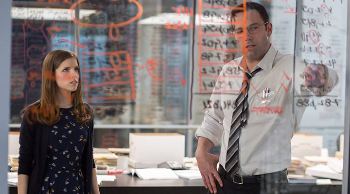 Anna Kendrick y Ben Affleck en 'El contable'