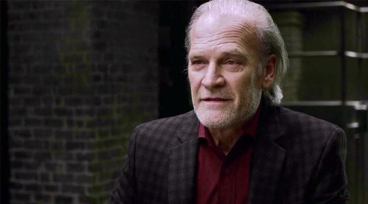 Lluís Homar interpretando al doctor Friedhoff en 'Anomalous'
