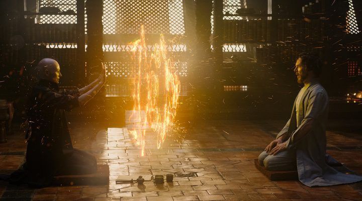 Tilda Swinton y Benedict Cumberbatch en 'Doctor Strange: Hechicero Supremo' '