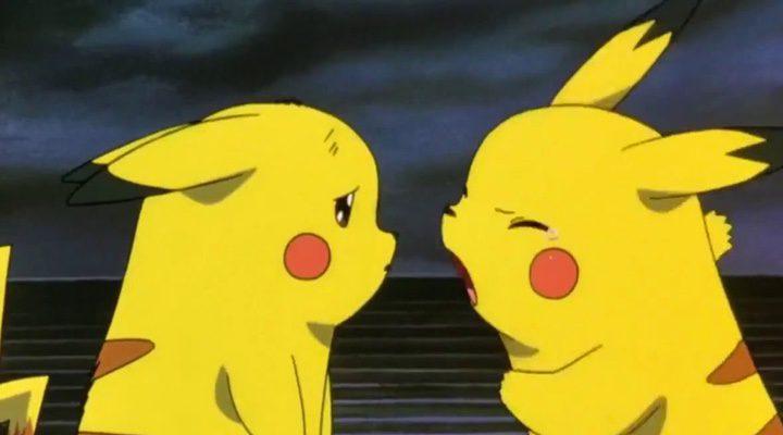 Pikachu y su clon pegándose