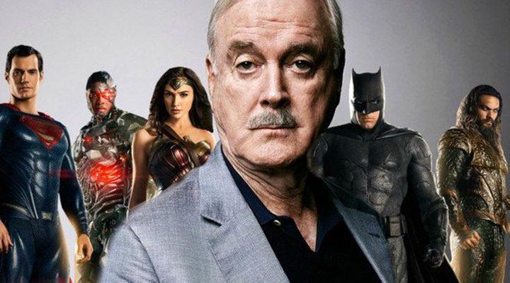John Cleese y los superhéroes de DC