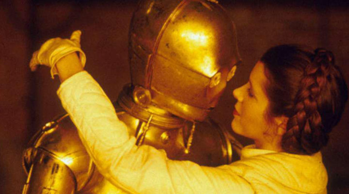Carrie Fisher besando a C-3PO
