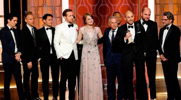 El elenco de 'La ciudad de las estrellas: La La Land' en el escenario de los Globos de Oro'