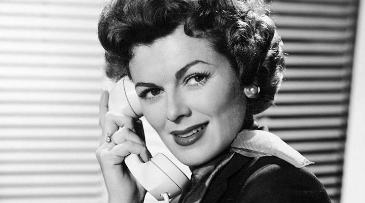 Barbara Hale en una fotografía como Della Street