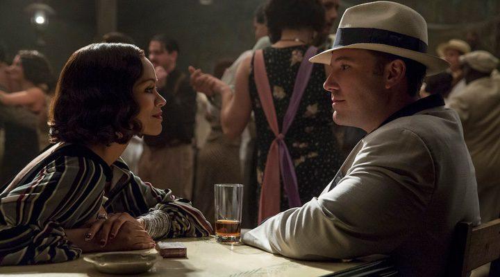 Ben Affleck y Zoe Saldana en 'Vivir de noche'