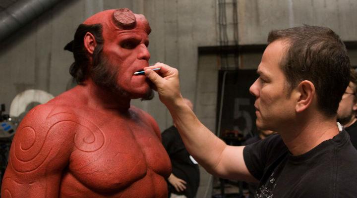Retoques de maquillaje a Ron Perlman como Hellboy