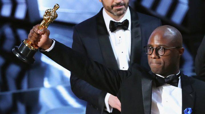 Barry Jenkins recogiendo el premio