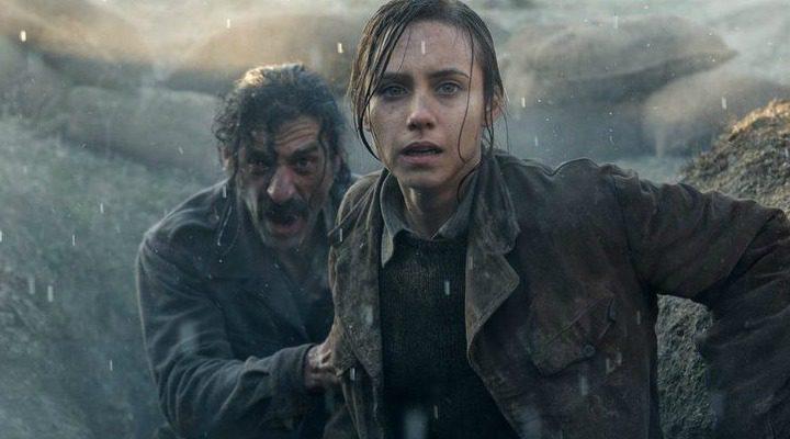 Nacho Fresneda y Aura Garrido como Alonso de Entrerríos y Amelia Folch en una de las misiones de la patrulla en la tercera temporada