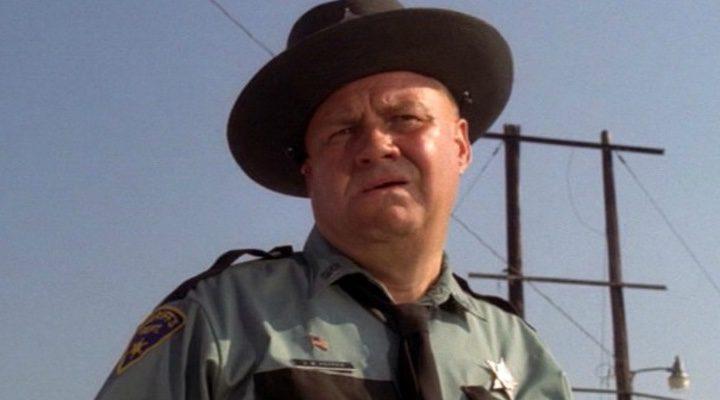 Clifton James como el sheriff J.W. Pepper