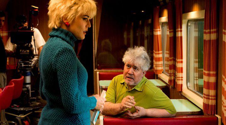 Almodóvar junto a Adriana Ugarte en 'Julieta'