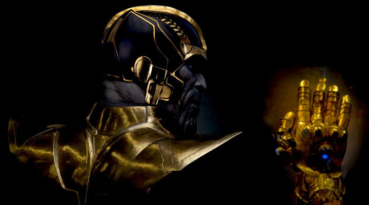 Thanos con el guante que contiene todas las gemas del infinito.