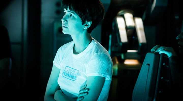 Katherine Waterston habla con MUTHUR/Mother en 'Covenant'