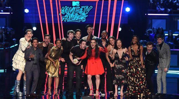 El reparto de 'Por trece razones' en los premios MTV