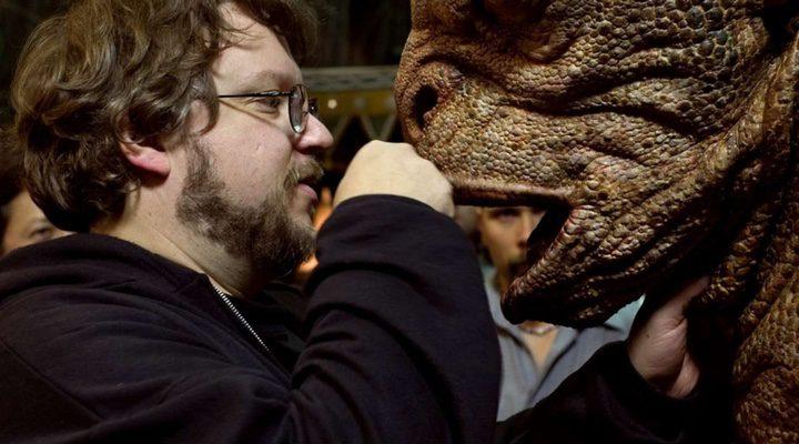 Guillermo del Toro con una de sus criatura