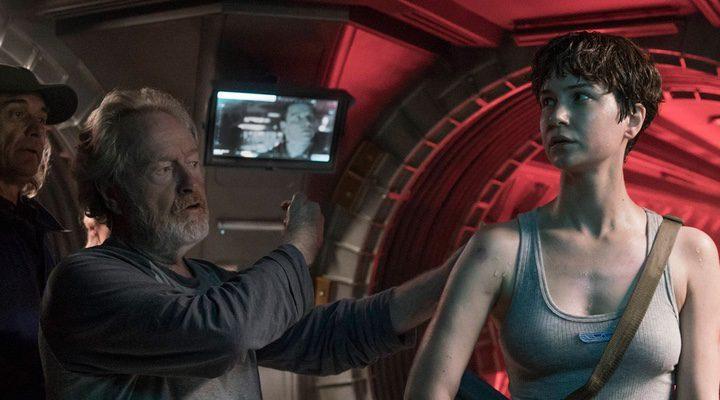 Ridley Scott y Khaterine Waterston en el rodaje de 'Alien: Covenant'