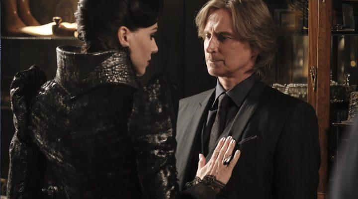 Lana Parrilla y Robert Carlyle interpretando sus papeles en 'Érase una vez'