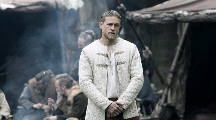 Charlie Hunnam como Rey Arturo