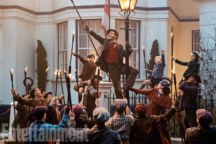 Lin-Manuel Miranda cantando en 'El regreso de Mary Poppins'