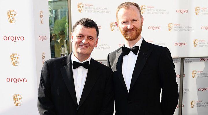 Steven Moffat y Mark Gatiss posando
