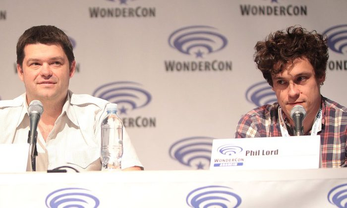 Phil Lord y Chris Miller en una conferencia