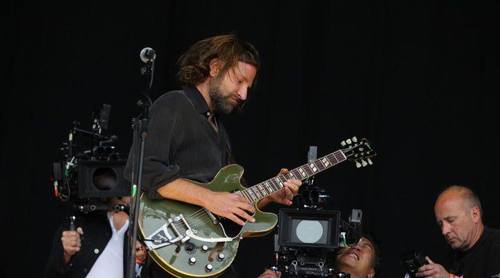 Bradley Cooper en el festival de Glastonbury