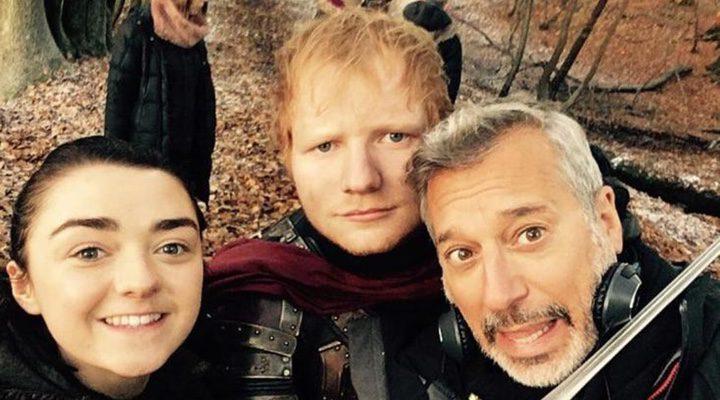 Jeremy Podeswa, Maisie Williams y Ed Sheeran durante el rodaje de 'Juego de Tronos'
